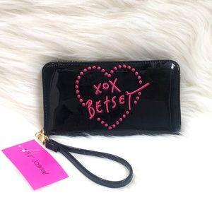 ♥️ Betsey Johnson XOXO Wristlet Wallet